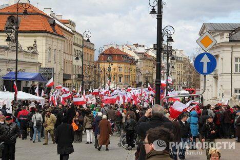 Массовые манифестации в Варшаве в первую годовщину смоленской катастрофы 10 апреля
