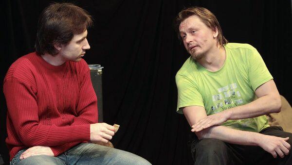 Активисты группы Война Леонид Николаев и Олег Воротников (слева направо).