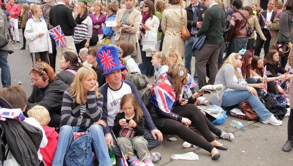 Лондонцы и гости города, на праздновании свадьбы принца Уильяма и Кейт Миддлтон