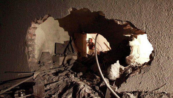 Последствия авиаудара сил НАТО по дому сына Каддафи Саифа Аль-Араба
