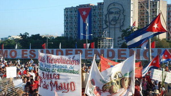Десятки тысяч кубинцев вышли на первомайскую демонстрацию в Гаване