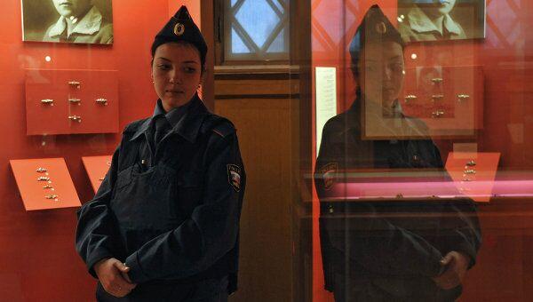 Сотрудник полиции в Государственном историческом музее. Архивное фото