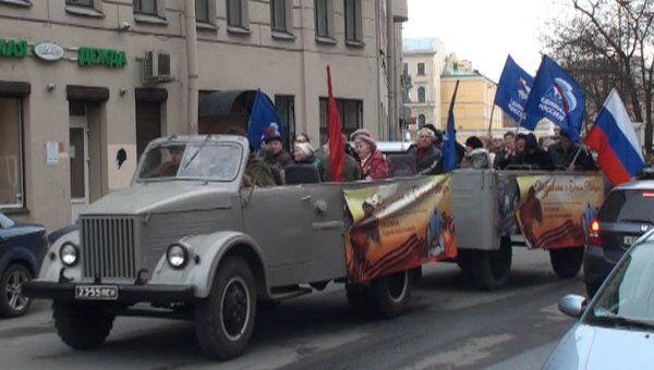 Автомобили-ветераны ВОВ проехали по Петербургу накануне Дня Победы