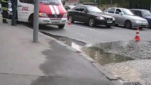 На северо-востоке Москвы прорвало водопровод