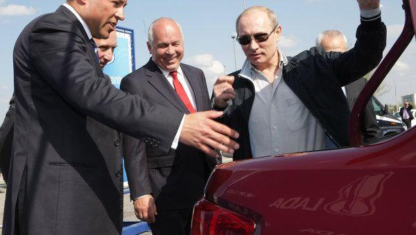 Осмотр премьер-министром РФ В.Путиным автомобиля Лада-Гранта на заводе в Тольятти
