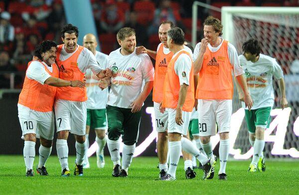 Матч между командой Кавказ и сборной футбольных ветеранов мира