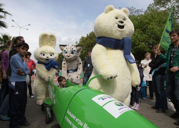 Талисманы Олимпиады в Сочи-2014 Зайка, Леопард и Белый мишка. Архив