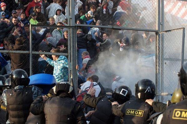 Беспорядки болельщиков на стадионе Металлург