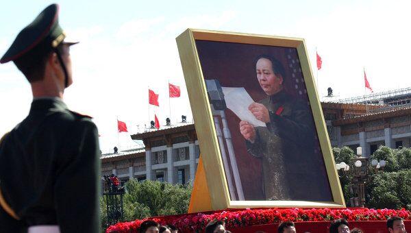 Портрет Мао Цзэдуна на торжествах в Китае