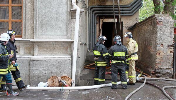 Пожар в жилом доме в Большом Афанасьевском переулке в Москве. Архив