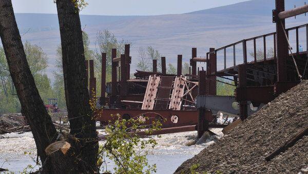 В Хакасии из-за паводка обрушился строящийся железнодорожный мост