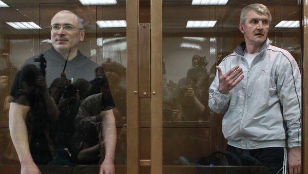 Экс-главы ЮКОСа Михаил Ходорковский и руководитель МФО Менатеп Платон Лебедев. Архив