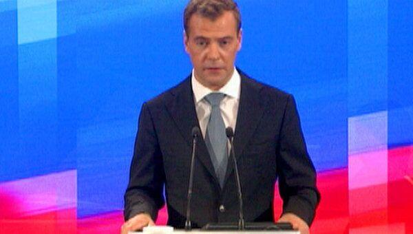 Медведев рассказал, почему не отправил в отставку Чайку и Нургалиева