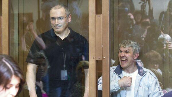 Экс-глава ЮКОСа Михаил Ходорковский и бывший руководитель МФО Менатеп Платон Лебедев