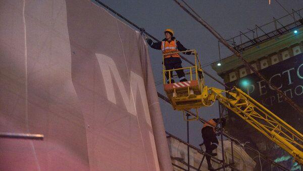 Демонтаж незаконный рекламы с фасада реконструированного здания