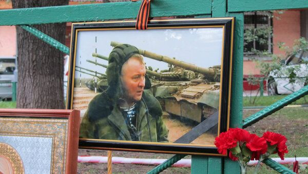 Цветы на месте убийства Буданова