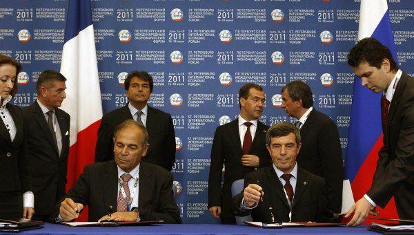 Подписание между Россией и Францией соглашения о покупке двух вертолетоносцев Мистраль в рамках Петербургского международного экономического форума