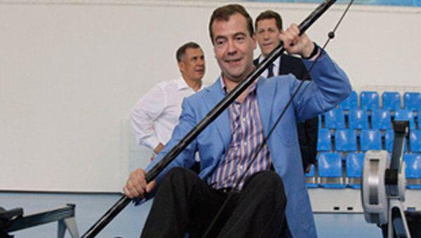 Медведев попробовал себя в роли байдарочника