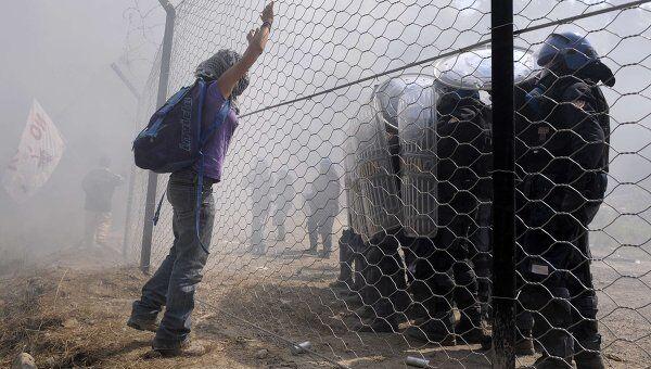 Акция протеста, организованная движением No Tav, против строительства линии высокоскоростных поездов Турин-Лион на севере Италии