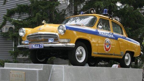 Памятник патрульному автомобилю ГАЗ-21 открылся в Омске