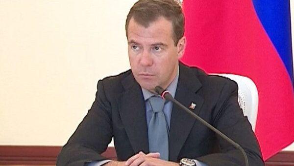 Медведев призвал к комплексному решению проблем межнациональных отношений