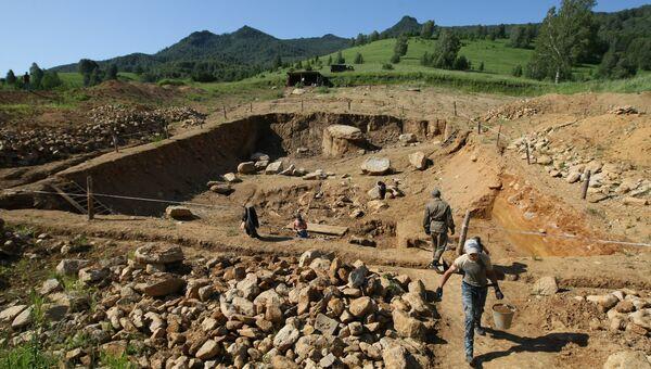 Археологические работы на стоянке Карама в Солонешенском районе Алтайского края