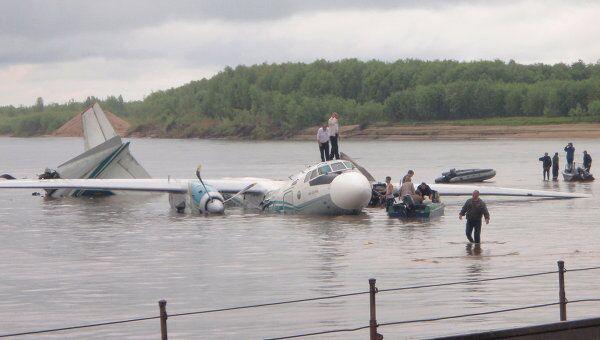 Самолет Ан-24 совершил аварийную посадку в Томской области