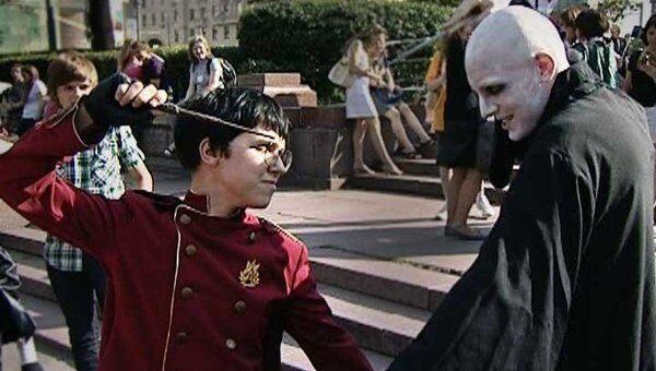 Фанаты Гарри Поттера пришли на фильм о волшебнике в костюмах героев