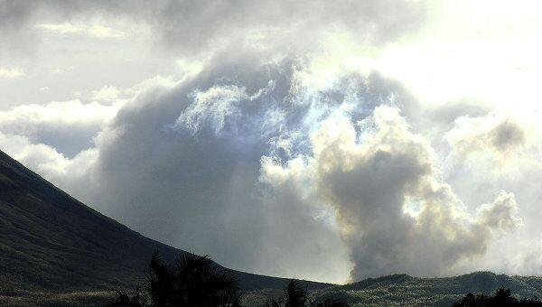 Вулкан Локон в Индонезии