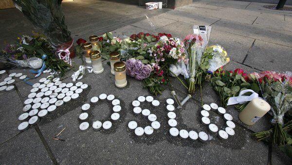 Свечи и цветы на месте взрыва в Осло