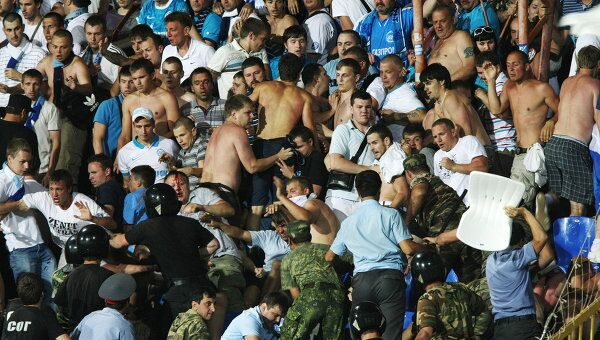 Столкновение болельщиков Зенита с сотрудниками правоохранительных органов