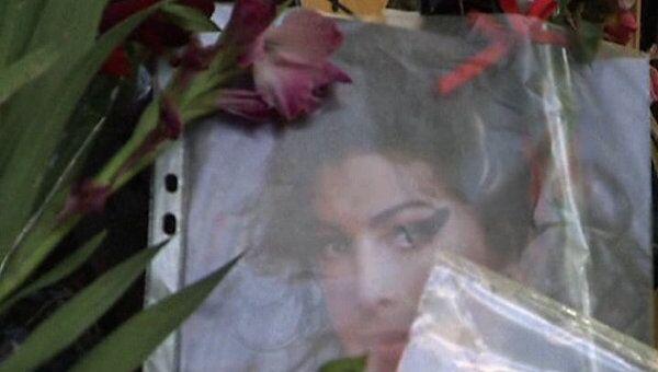 Британскую певицу Эми Уайнхаус похоронят во вторник 26 июля