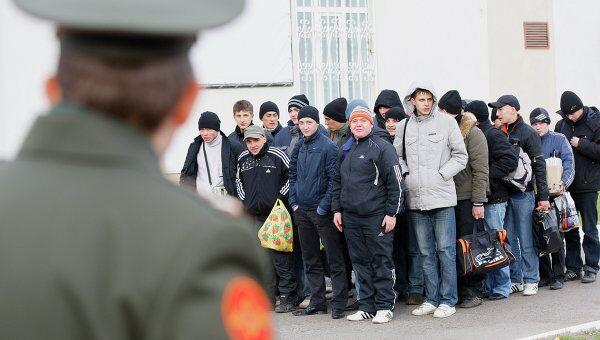 Отправка новобранцев в армию с призывного пункта в Казани