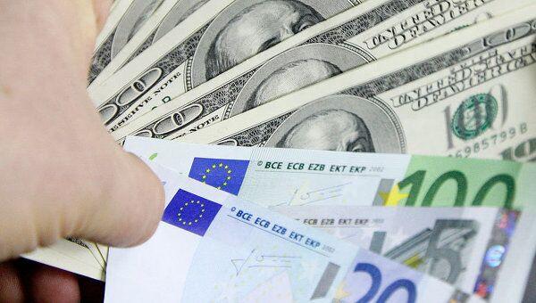 Доллар укрепился к евро на позитивных статданных и заявлениях Обамы