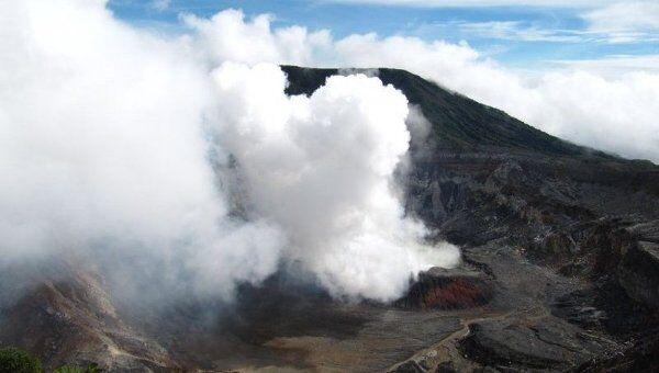 Фотография вулкана Поас в Коста-Рике, сделанная экспедицией с участием Камиля Зиганшина