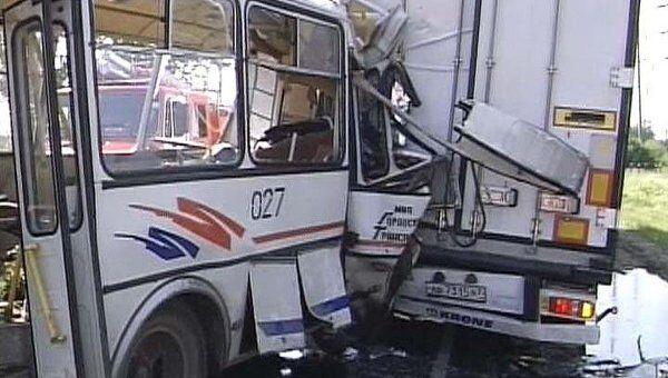 Видео с места столкновения автобуса и грузовика в Дзержинске