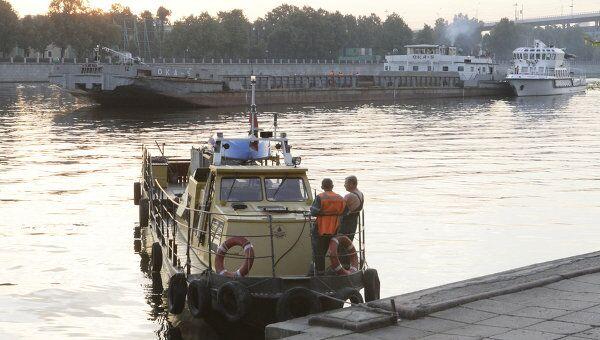 Крушение катера в результате столкновения с баржей на Москве-реке