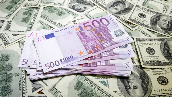 Рубль ослабел к корзине на 71 коп, доллар превысил 30 руб, евро - 45
