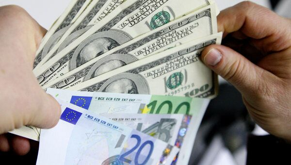 Доллар вырос на 63 коп - до 30,55 руб, евро - на 81 коп до 45,10 руб