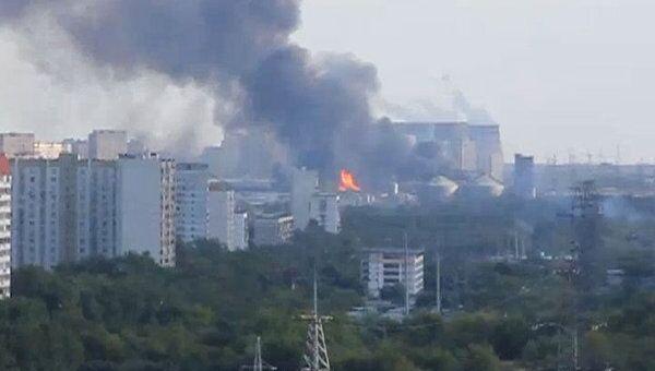 Крупный пожар на складе на юге Москвы. Видео очевидца