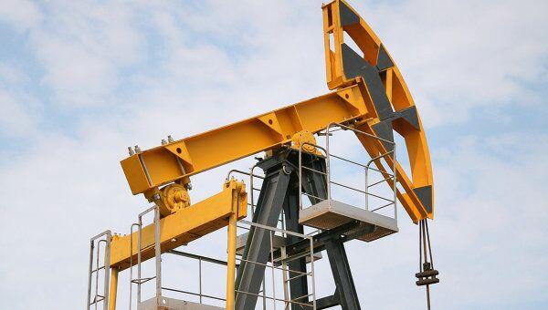 Штанговый насос на нефтяной скважине, архивное фото
