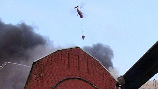 Пожар на складе в центре Москвы тушат с помощью вертолетов