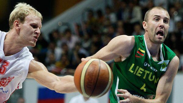 Игровой момент матча Россия - Литва