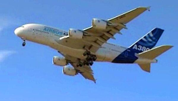 Лайнер Airbus А-380 готовится к участию в МАКС-2011 в небе над Жуковским