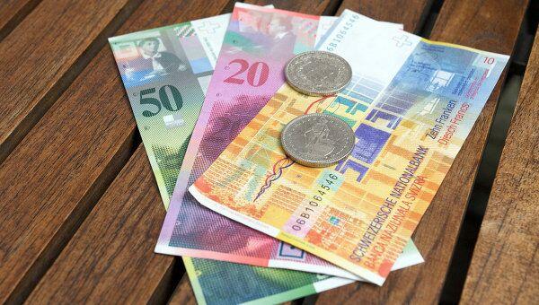 Швейцарские франки. Архивное фото
