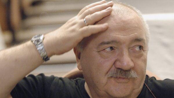 Режиссер Роберт Стуруа
