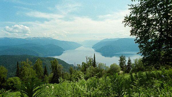 Телецкое озеро на Алтае. Архив