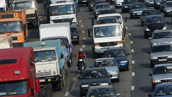 Движение транспорта на МКАД. Архив