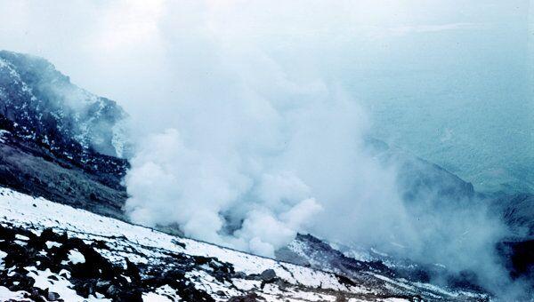 Струи пара на склоне вулкана Кизимен