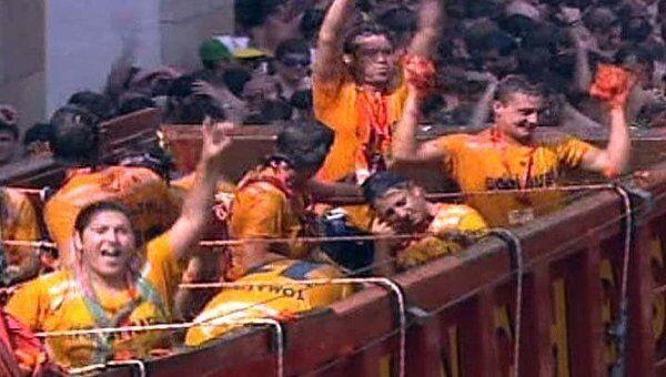 Томатная битва в Буньоле собрала тысячи человек